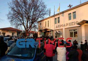 Μακρύγιαλος: Ξεσηκώνονται για τον ξενώνα με τους πρόσφυγες (ΦΩΤΟ-VIDEO)
