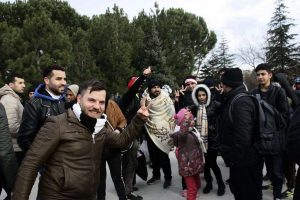 Κυβερνητικές πηγές: μειώνονται οι αφίξεις μεταναστών σε νησιά και Έβρο