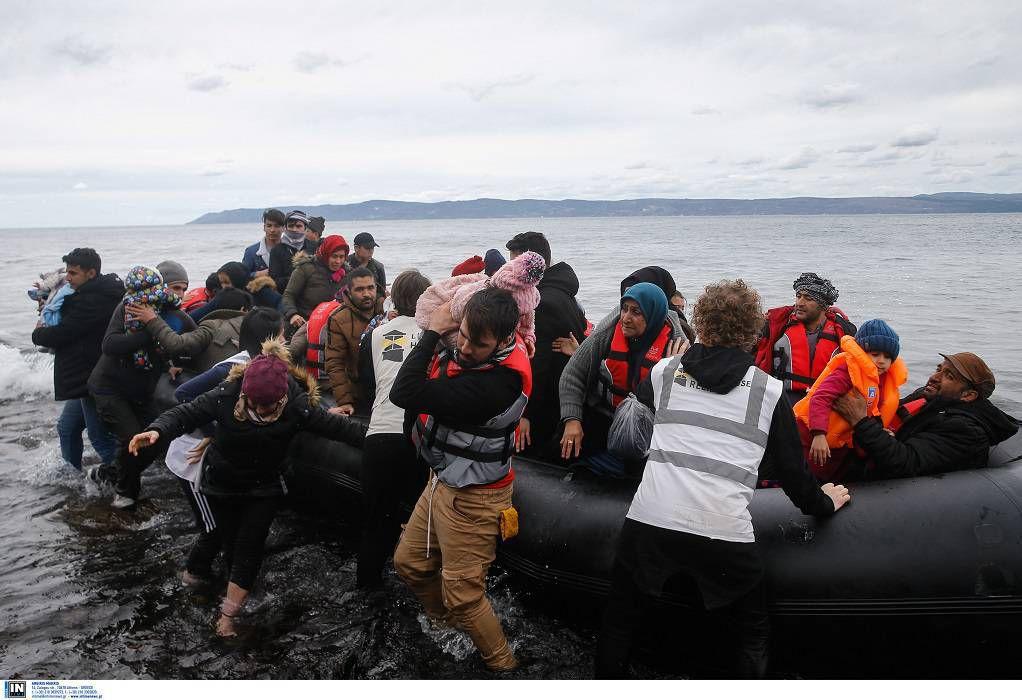 Λέσβος: Πλαστική βάρκα με 27 Αφρικανούς έπλεε ακυβέρνητη