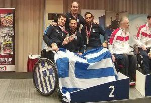 «Ασημένια» η ελληνική ομάδα ξιφασκίας με αμαξίδιο