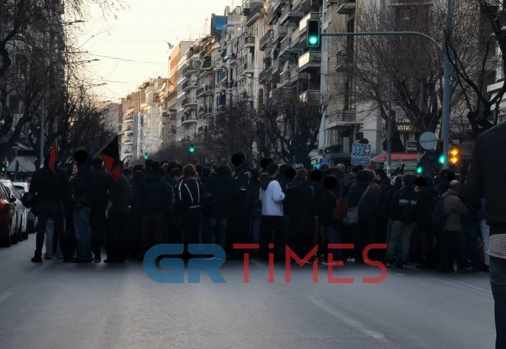Θεσ/νίκη: Σε εξέλιξη πορεία αντιεξουσιαστών στο κέντρο