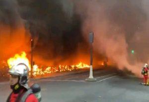 Μεγάλη πυρκαγιά στο Παρίσι-Εκκενώνεται σιδηροδρομικός σταθμός
