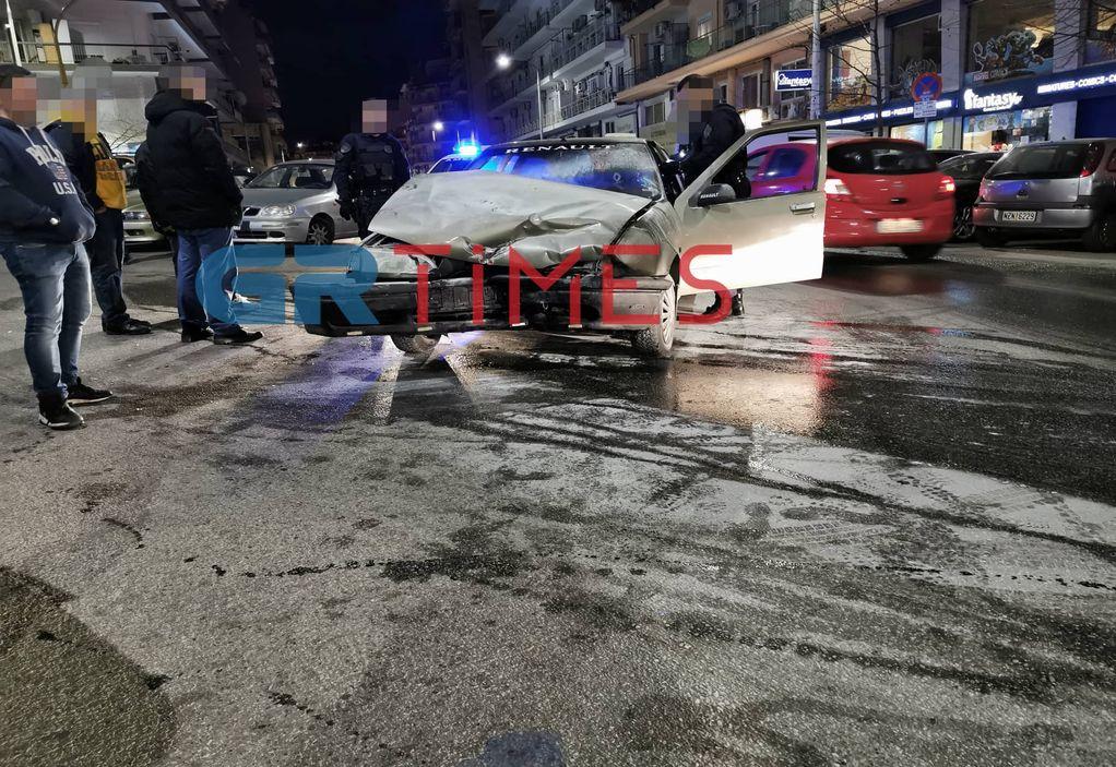 Θεσσαλονίκη: Τράκαρε, έπιασε φωτιά το ΙΧ και… εξαφανίστηκε! (ΦΩΤΟ-VIDEO)