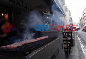 Τσικνοπέμπτη: Μία… Ψησταριά το κέντρο της Θεσσαλονίκης (ΦΩΤΟ-VIDEO)