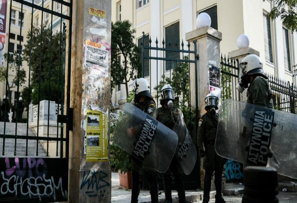 Αθήνα: Ένταση τώρα στην ΑΣΟΕΕ – Κλειστή η Πατησίων