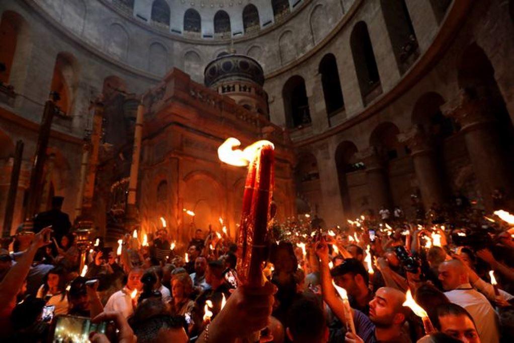 Κορωνοϊός: Στον «αέρα» και το Άγιο Φως