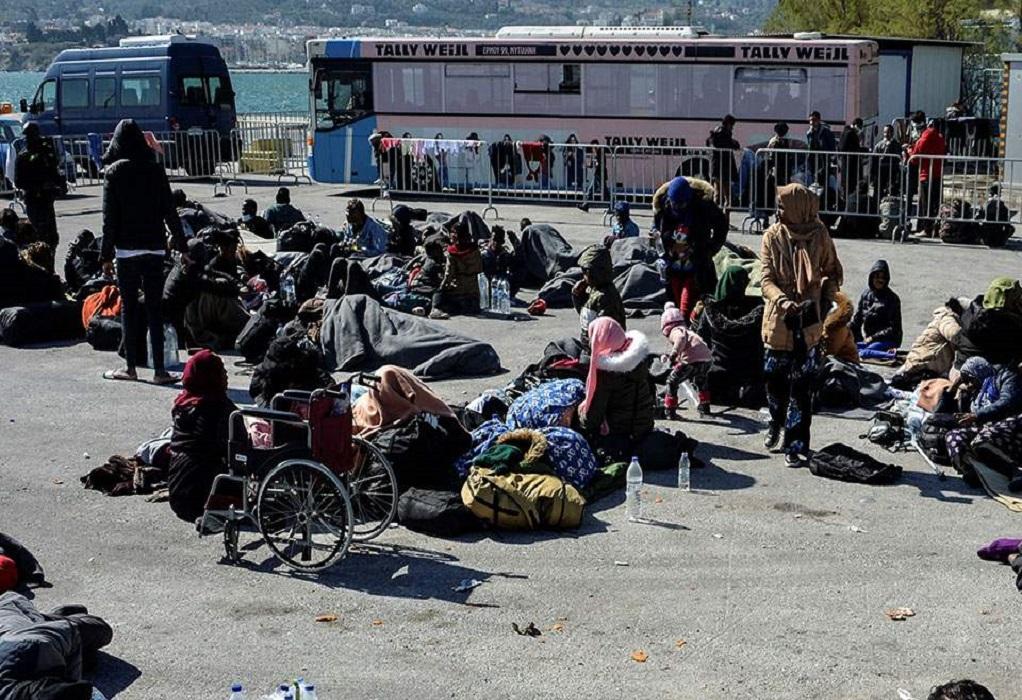 Συνεχίζεται η αποχώρηση προσφύγων από τη Μυτιλήνη