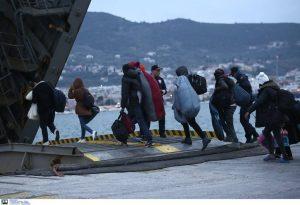 Στον Πειραιά το πλοίο «Blue Star Myconos» με μετανάστες