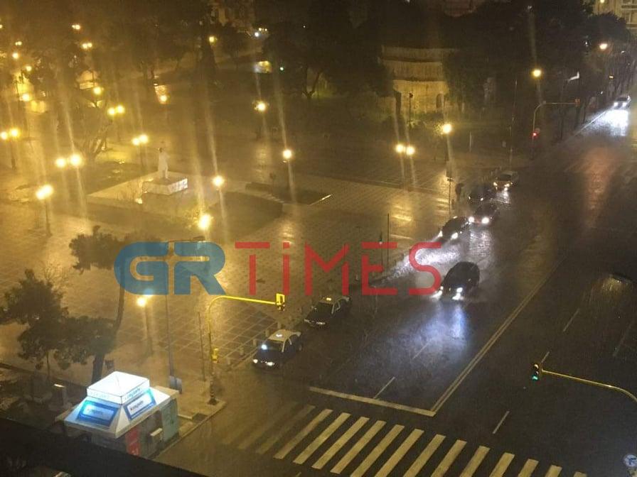«Θάλεια»: Έντονη βροχή στη Θεσσαλονίκη – 9.900 κεραυνοί στη ΒΔ Ελλάδα