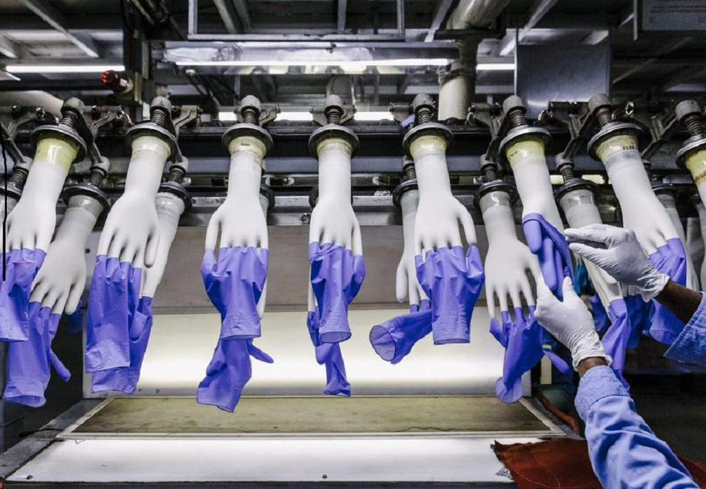 Κορωνοϊός: Η Τοp Glove δεν προλαβαίνει να κατασκευάζει γάντια