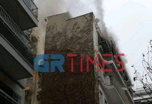Θεσ/νίκη- ΤΩΡΑ: Φωτιά σε διαμέρισμα στην Απελλού (ΦΩΤΟ-ΒΙΝΤΕO)