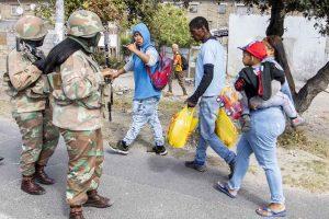 Κορωνοϊός: Αστυνομικοί πυροβόλησαν πελάτες σε σούπερ μάρκετ