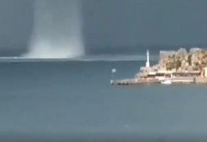 Λέρος: Εντυπωσιακό βίντεο με υδροσίφωνα στο λιμάνι