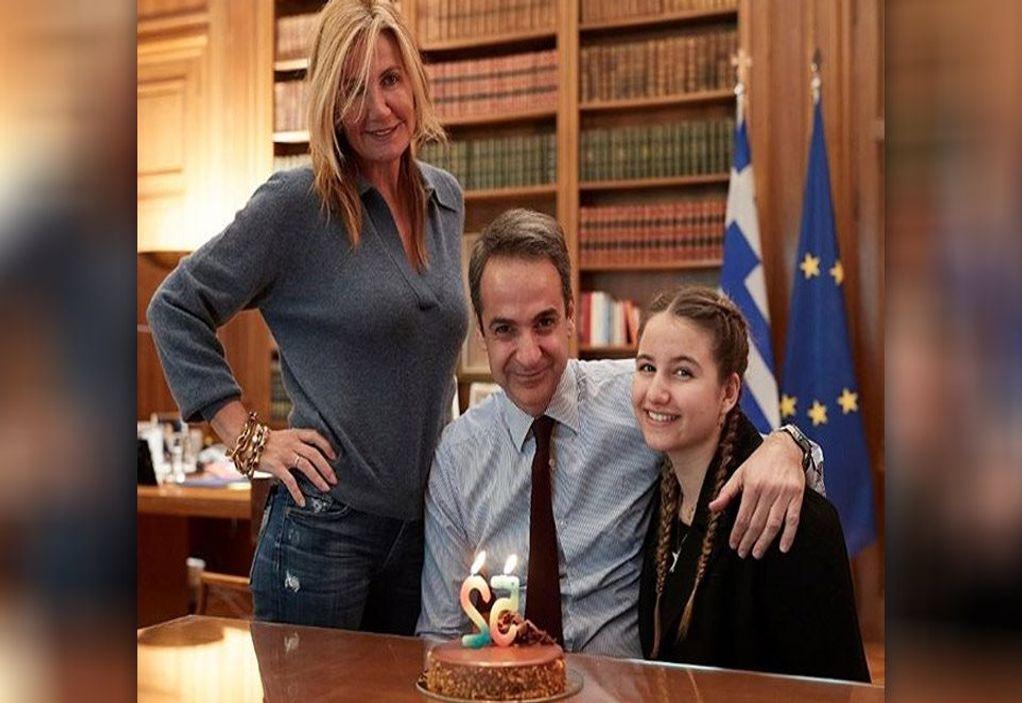 Μητσοτάκης: Έκπληξη από Μαρέβα και Δάφνη για τα γενέθλιά του