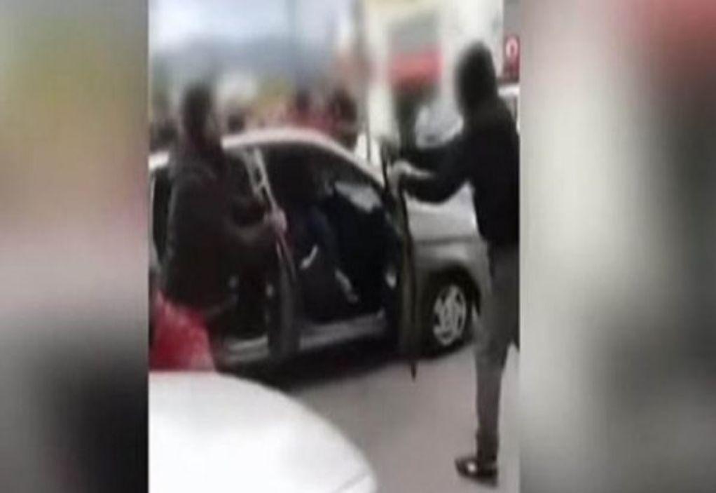 Μυτιλήνη: Η στιγμή της επίθεσης σε μέλη ΜΚΟ (VIDEO)