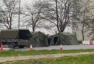 Κορωνοϊός: Στρατιωτικές σκηνές έξω από το νοσοκομείο Σερρών