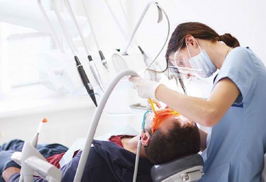 ΣΟΚ: Επιτέθηκε στον οδοντίατρό του με φαλτσέτα και σφυρί