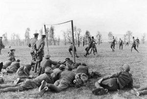 Οταν οι Αγγλοι έπαιζαν μπάλα εν μέσω… πολέμου