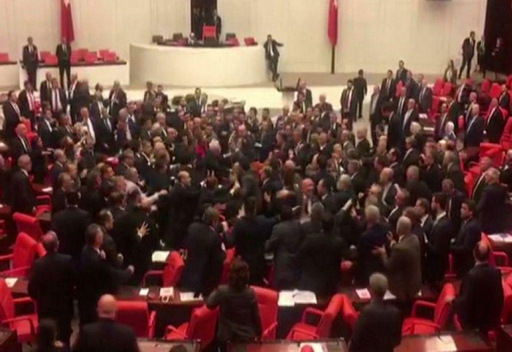 Τουρκία: Καθαίρεσαν βουλευτές αντιπολίτευσης