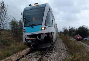 Αλεξανδρούπολη: Τρένο προσέκρουσε σε δέντρο