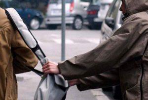 Θεσ/νίκη: Μοτοσικλετιστής ακινητοποίησε «τσαντάκια» (VIDEO)