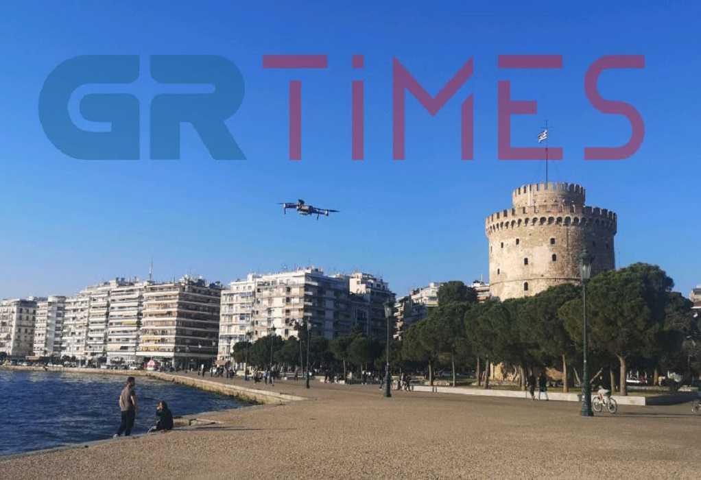 Θεσσαλονίκη: Ενημέρωση των πολιτών με drone στην παραλία