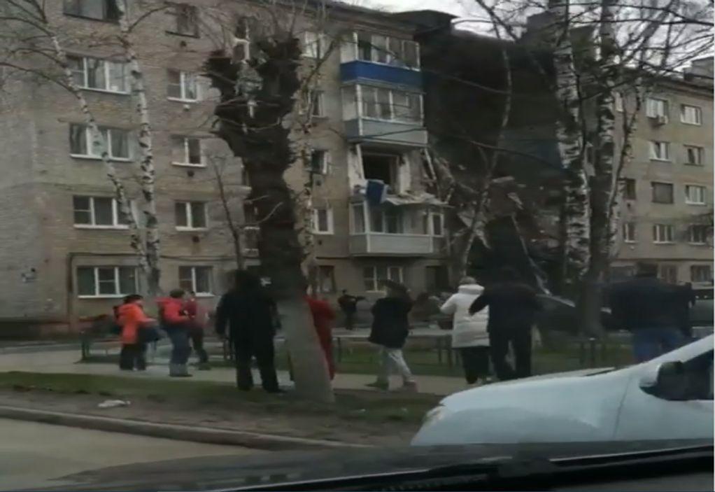 Ρωσία: Κατέρρευσε πολυκατοικία μετά από έκρηξη (VIDEO)