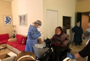 Κορωνοϊός: Κλιμάκιο του ΕΟΔΥ στο Γηροκομείο Αθηνών