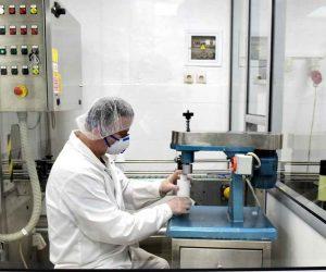 Άλλες 4 ελληνικές εταιρείες στη «μάχη» της παραγωγής μασκών