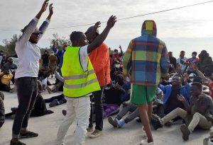 Διαμαρτυρία αιτούντων άσυλο στη Μυτιλήνη (ΦΩΤΟ)