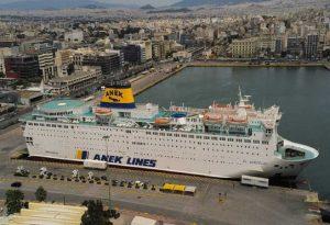 Κορωνοϊός: Έξω από λιμάνι του Πειραιά το πλοίο «Ελευθέριος Βενιζέλος»