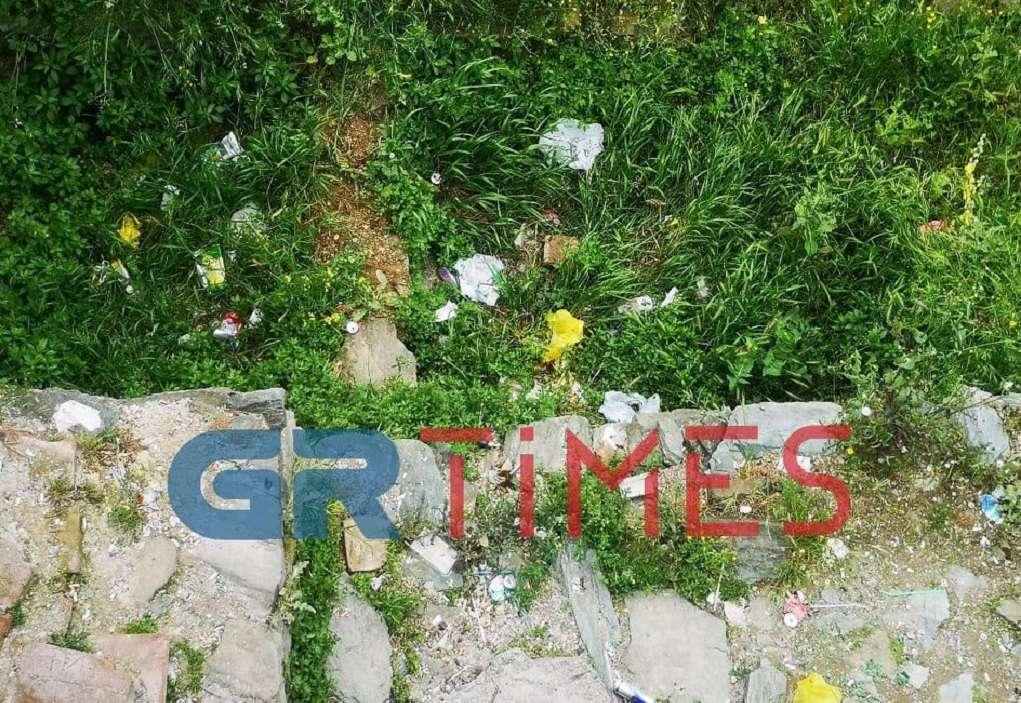 Θεσ/νίκη: Μνημείο Παγκόσμιας Κληρονομιάς γεμάτο σκουπίδια (ΦΩΤΟ)