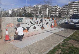 Καθαρίζει από γκράφιτι η Θεσσαλονίκη (ΦΩΤΟ)