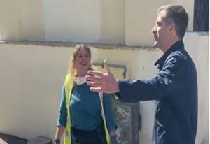 Δημοτική υπάλληλος βρήκε και παρέδωσε τσάντα με 19.000 ευρώ