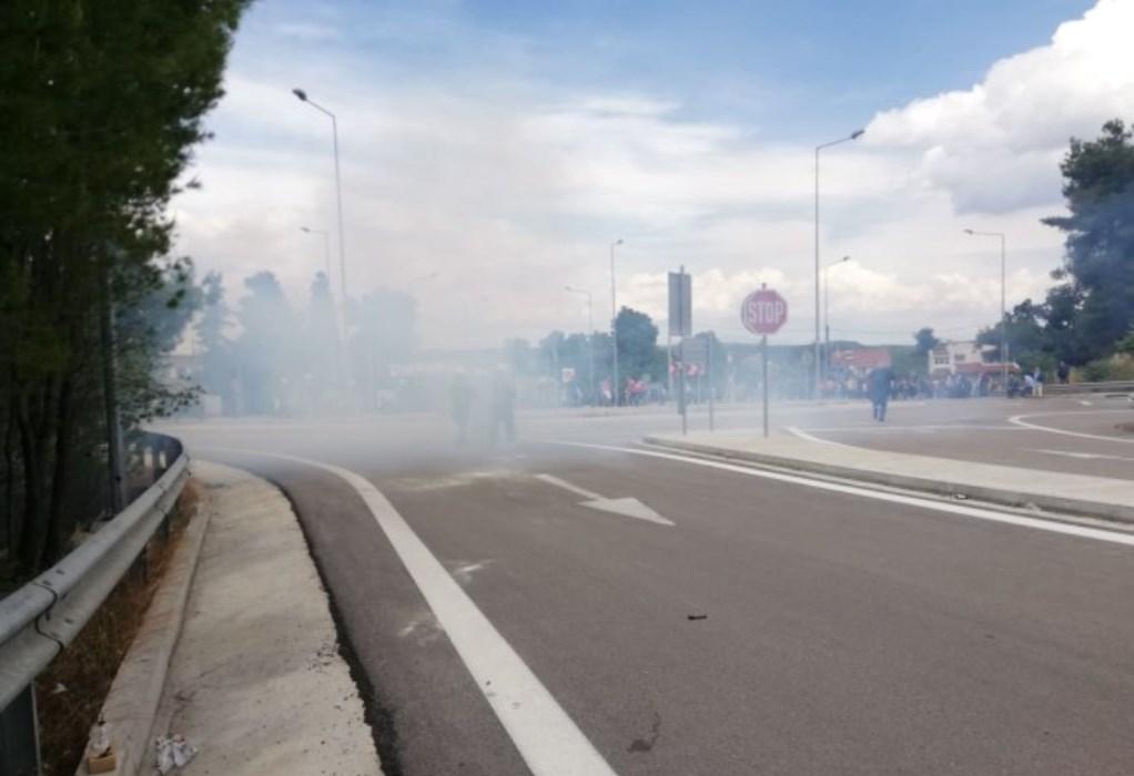 Μαλακάσα: Βίαια επεισόδια σε διαμαρτυρία για τους πρόσφυγες