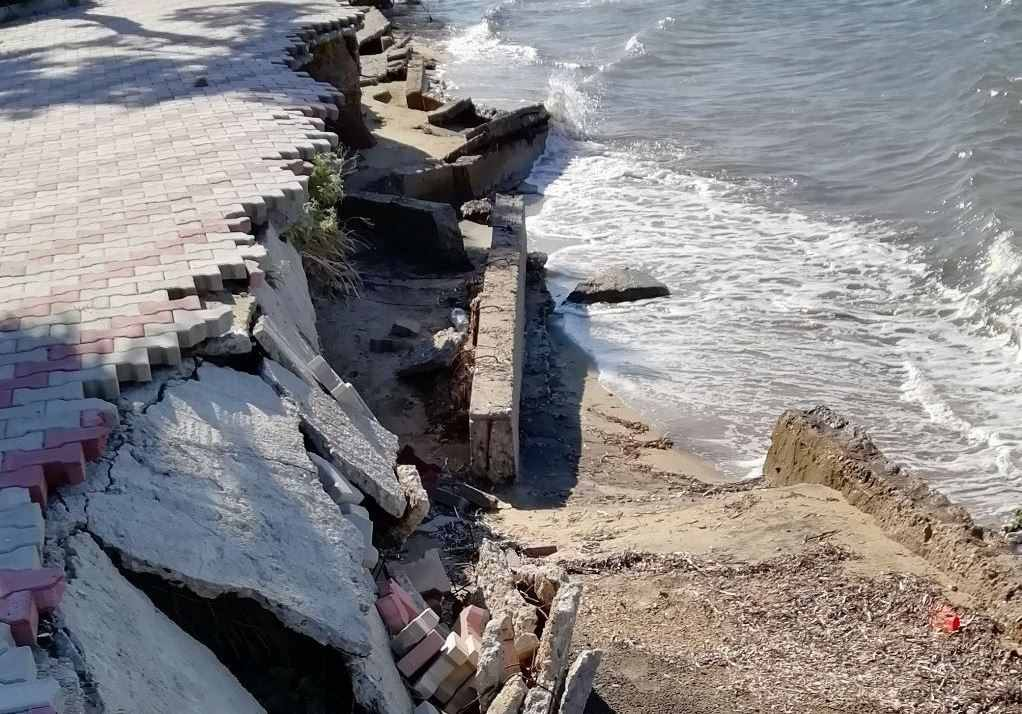 Κατέρρευσε η παραλία της Νέας Ηράκλειας (ΦΩΤΟ+VIDEO)