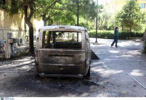 Έκαψαν αυτοκίνητα στην Ευελπίδων