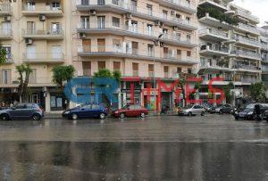 Χαλάζι πριν λίγο στην «καρδιά» της Θεσσαλονίκης (ΦΩΤΟ-VIDEO)