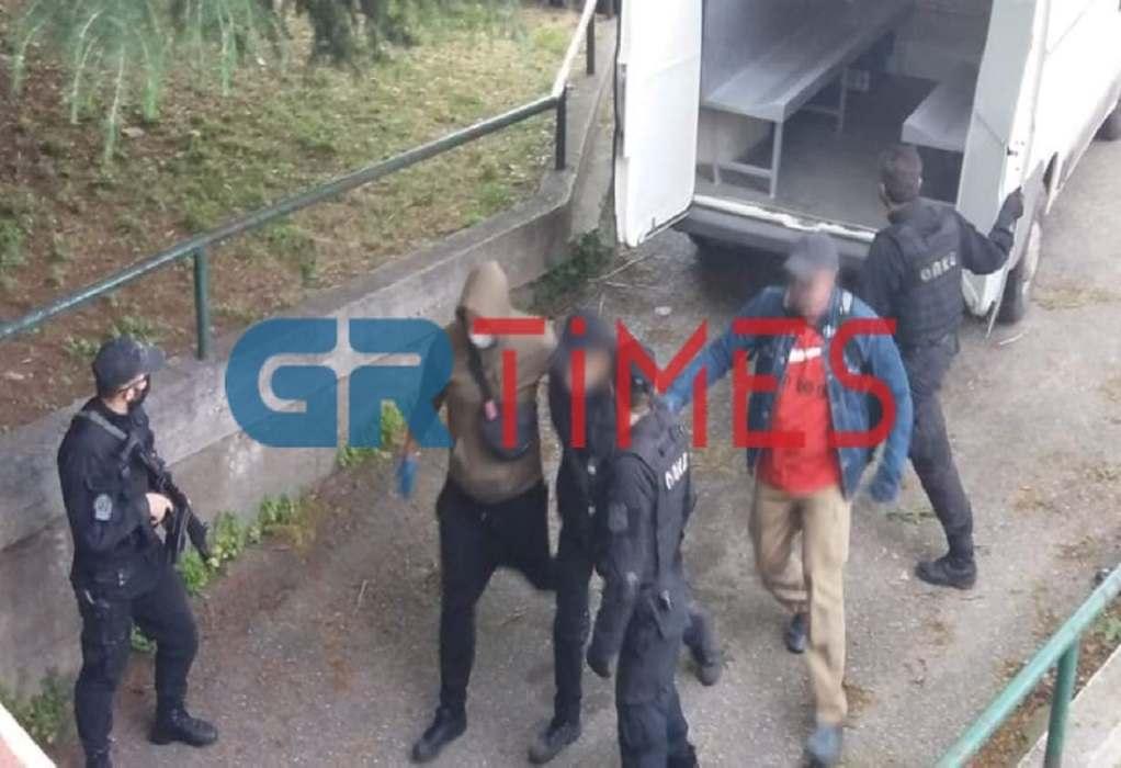 Διώξεις για 8 αδικήματα στους δύο αντιεξουσιαστές