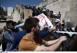 Πανεκπαιδευτικό Συλλαλητήριο: Ένταση στο Σύνταγμα