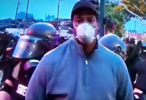 Συνελήφθη… live, το συνεργείο του CNN στη Μινεάπολη (VIDEO)
