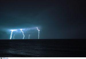 Καιρός: Έρχονται βροχές, καταιγίδες και κεραυνοί