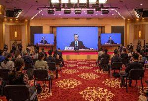 Κινέζος ΥΠΕΞ: «Στο χείλος ενός νέου Ψυχρού Πολέμου»