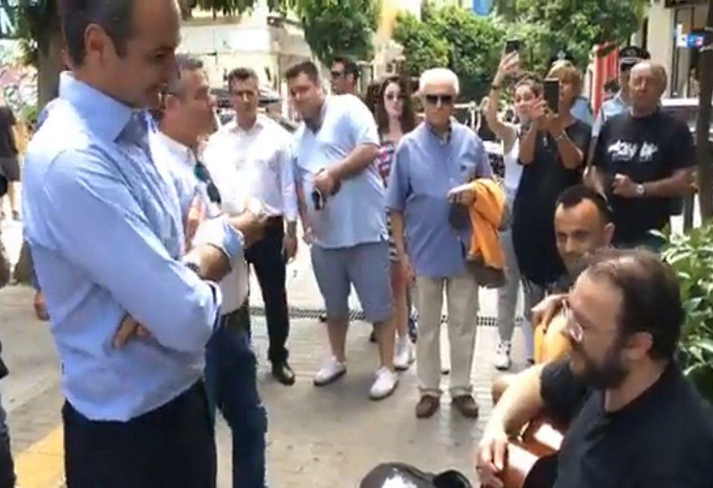 Ο Κυριάκος Μητσοτάκης στην αγορά του Πειραιά (LIVE)