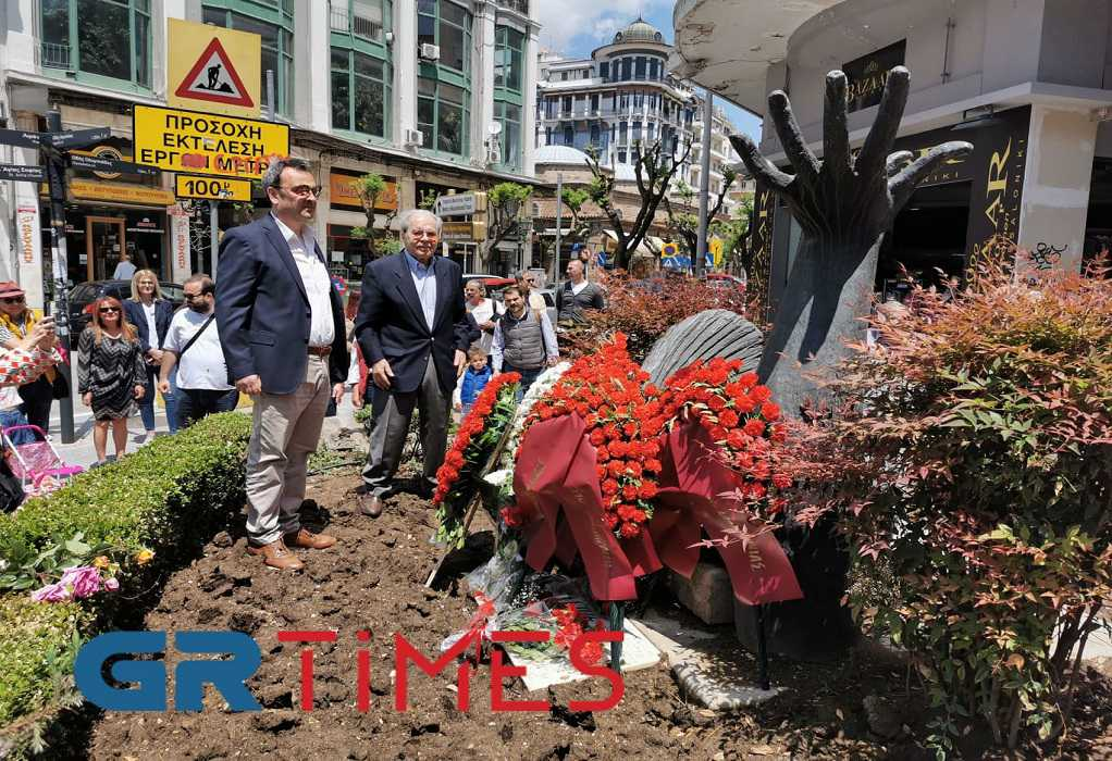 ΣΥΡΙΖΑ: Κατάθεση στεφάνων στο μνημείο του Γρ. Λαμπράκη (ΦΩΤΟ-VIDEO)