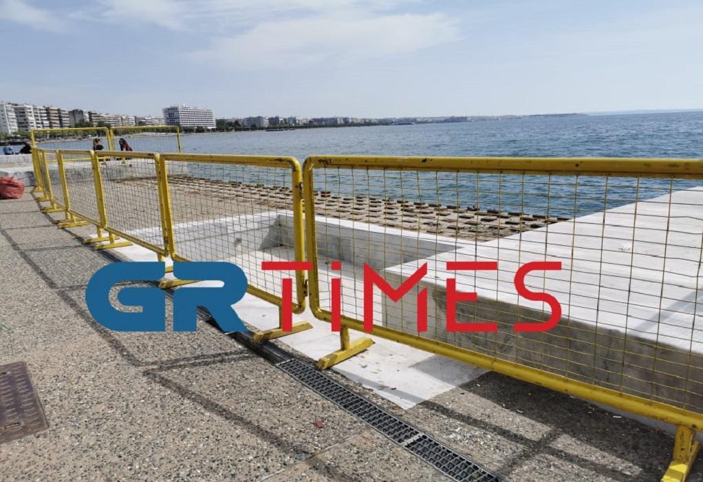 Δ. Θεσσαλονίκης: Αντικαθίσταται το ξύλινο ντεκ στη Νέα Παραλία (ΦΩΤΟ)