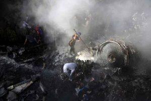 Πακιστάν: Ανθρώπινο λάθος η συντριβή αεροσκάφους με 97 νεκρούς