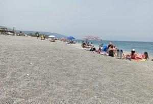 Από την παραλία στο κρατητήριο οδηγήθηκαν 7 νεαροί