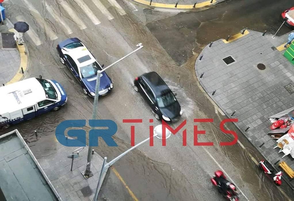 Θεσ/νίκη: Πλημμύρισαν οι δρόμοι (ΦΩΤΟ)