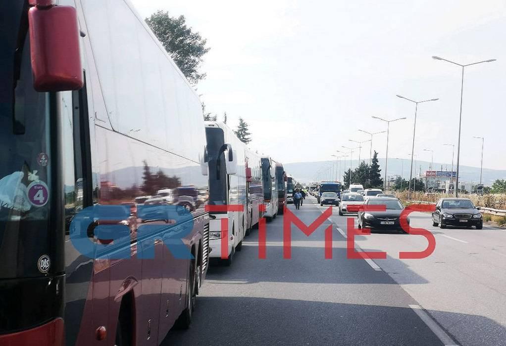 Θεσ/νίκη: Κομβόι λεωφορείων σε πορεία διαμαρτυρίας (VIDEO)